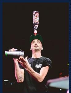 Bar à cocktail avec animation flair bartending, jongler avec des bouteilles